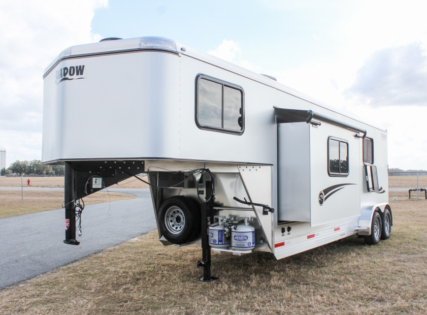 2018 Shadow 2 Horse Slant 9 Living Quarters With Slide