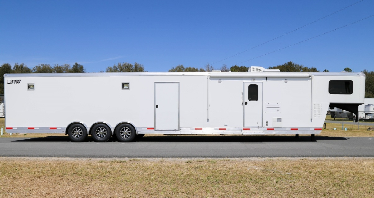 New Stw Enclosed Cargo Trailer With 14 Living Quarters